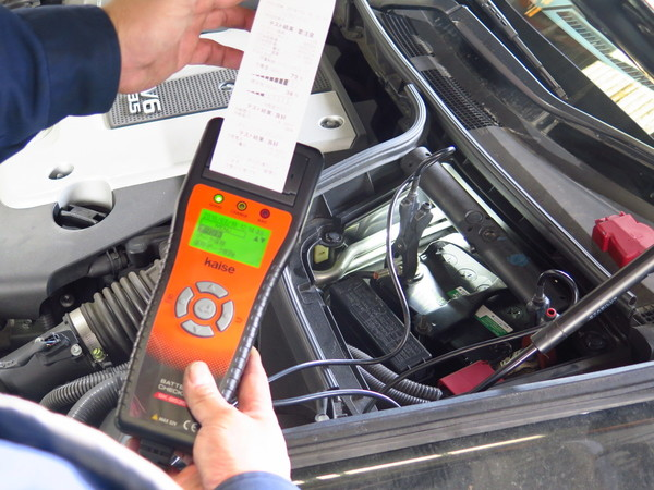 スカイラインのバッテリー点検のサムネイル